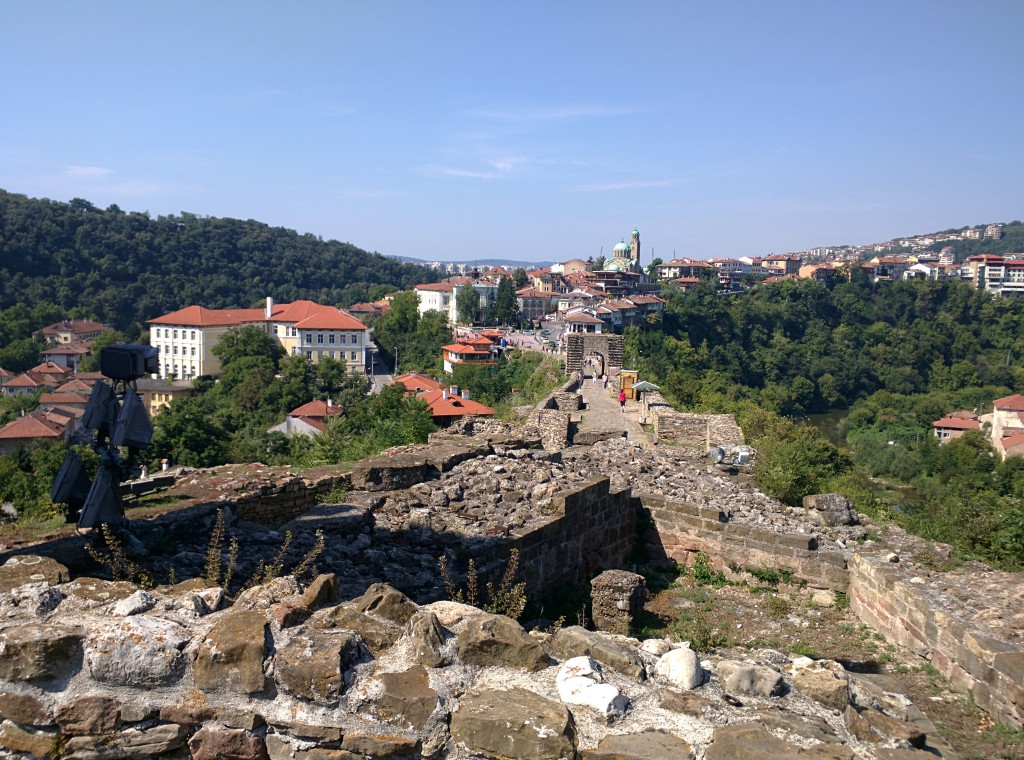 Notice the ridge that connects Veliko Tarnovo city to the fortress